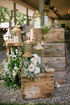 The organic wooden elements found in nature is one way to elevate your rustic wedding design. You can also made wooden signs, baskets for flowers, wooden ring box, cake stand… The only limit is your imagination. Lace Wedding Invitations, Wedding Favors, Wedding Bouquets, Dessert Wedding, Wedding Sash, Outdoor Wedding Decorations, Romantic Diy Wedding Decor, Vintage Decoration Wedding, Outdoor Rustic Wedding Ideas