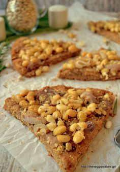 Onion rosemary bean pizza: a healthy version of pizza packed with nutrients. Vegan Dinner Recipes, Delicious Vegan Recipes, Vegan Snacks, Vegan Dinners, Vegan Desserts, Vegan Food, Vegetarian Recipes, Cooking Recipes, Yummy Food