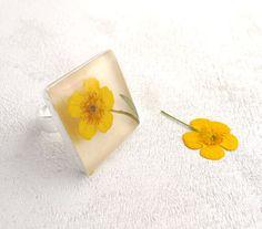 Pressed Flower Resin Ring - Yellow Summer - Handmade resin jewelry. $22.00, via Etsy.