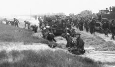 These are some Canadians that have landed on Juno beach during d-day. Canadian Soldiers, Canadian Army, Canadian History, British Soldier, British Army, Pancho Villa, D Day Normandy, D Day Invasion, Juno Beach