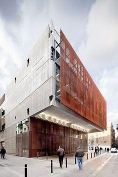 Catalonia Film Institute in Barcelona, Spain :: Josep Lluis Mateo Magazine Architecture, Architecture Design, Facade Design, Contemporary Architecture, University Architecture, Building Exterior, Building Facade, Shading Device, Building Skin