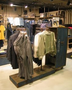 Creneau International › Lee, Concept Store