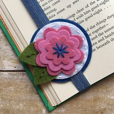 Etsy :: Your place to buy and sell all things handmade Felt Diy, Felt Crafts, Diy And Crafts, Crafts For Kids, How To Make Bookmarks, Diy Bookmarks, Weaving For Kids, Felt Bookmark, Book Markers