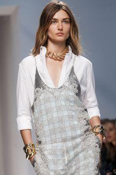Les maillons XXL de Balmain http://www.vogue.fr/joaillerie/tendance-des-podiums/diaporama/tendances-bijoux-fashion-week-printemps-ete-2014-chanel-valentino-alexander-mcqueen-ralph-lauren-dolce-gabbana-fendi-gucci-balmain-lanvin/15402/image/863404#!tendances-bijoux-fashion-week-printemps-ete-2014-balmain