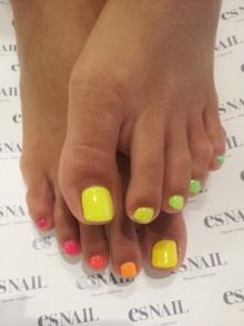 Ombre nails. pink, yellow, green toes.