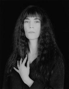 Patti Smith taken by Mapplethorpe...reminds me of Stieglitz's early photographs of Georgia O'Keeffe