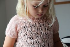 Ravelry: Project Gallery for Floratopp pattern by Paelas Paelas