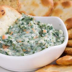 The South Beach Diet provides a delicious and healthy recipe for Spinach and Artichoke Dip, which makes an easy and guilt-free appetizer or side dish. Spinach Cheese Dip, Baked Spinach Artichoke Dip, Creamy Spinach, Chopped Spinach, Spinach Bake, Dip Recetas, Appetizer Recipes, Healthy Recipes, Food Dinners