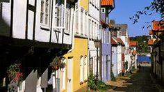 Malerische alte Häuser im Oluf-Samson-Gang in Flensburg.
