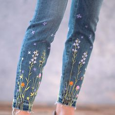Secret Garden Jeans: Our primrose, skinny-fit jeans, embroidered with moments of bloom. Hand Embroidery Art, Embroidery On Clothes, Embroidery Applique, Hippie Style, My Style, Sewing School, Stitch Book, Painted Clothes, Textiles