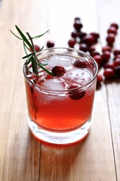 Cranberry Ginger Ale Rosemary Cocktail: 1 can of Ginger Ale 2 oz vodka 2 Rosemary sticks 1 tsp cinnamon simple syrup 5-6 fresh cranberries for garnish