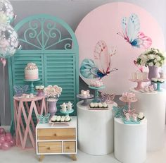 Organizing a birthday party can be as fun as the event itself if you have the right tips to think through all the details. Butterfly Garden Party, Butterfly Birthday Party, Butterfly Baby Shower, Baby Birthday, 10th Birthday, Baby Girl Shower Themes, Boho Baby Shower, Baby Shower Princess, Baby Event