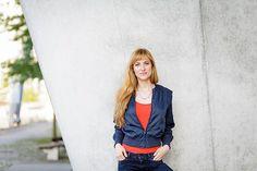 """Romy Geßner Fotografie - Business Fotoshooting: Inspiration Pose für ein Fotoshooting in dem Deine Persönlichkeit rüber kommt. Businessfotografie Frauen - Inspiration durch Romy Geßner aus Hamburg. Diese Fotografin kann ich von ganzen Herzen empfehlen. Sie arbeitet erstklassig!!  - Romy Geßner (@romygessner) auf Instagram: """"Melanie ist Journalistin. Gemeinsam haben wir in der HafenCity ausdrucksstarke Bilder für ihre…"""" --> Auf Bild klicken, um auf Romys Instagram Account zu kommen"""