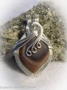 Image from http://orig12.deviantart.net/c8e8/f/2012/266/1/1/lake_superior_agate_wire_wrapped_stone_pendant_by_superioragates-d5fm7nm.jpg.