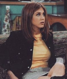 Rachel Green 🌹 The Effective Pictures We Offer You About monica geller and rachel green outfits A qu Rachel Green Outfits, Estilo Rachel Green, Rachel Green Hair, Rachel Green Friends, Rachel Green Style, Rachel Green Fashion, Rachel Green Costumes, Rachel Hair, Rachel Rachel