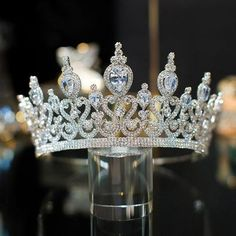 Gorgeous Stunning Wedding Cubic Zirconia Tiara Bridal Crown Queen Princess Pageant You will find different rumors about the annals of … Cute Jewelry, Hair Jewelry, Bridal Jewelry, Royal Crowns, Tiaras And Crowns, Princess Crowns, Bridal Crown, Bridal Tiara, Wedding Tiaras