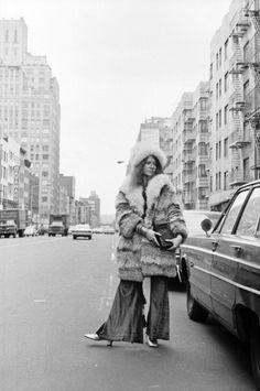 Blues singer Janis Joplin poses for a portrait on March 14 1969 near her residence at the Hotel Chelsea in New York City New York 60s Music, Music Film, Janis Joplin, Rock And Roll Fashion, Rollin Stones, Chelsea Hotel, Blues, Big Brother, Mezzo Soprano