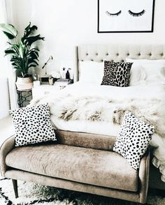 Use these wonderful modern living room ideas even if you have a small living room. Use these wonderful modern living room ideas even if you have a small living room. Home Decor Bedroom, Bedroom Inspirations, Home Bedroom, Cheap Home Decor, Bedroom Makeover, Bedroom Design, Living Room Modern, Home Decor, Remodel Bedroom