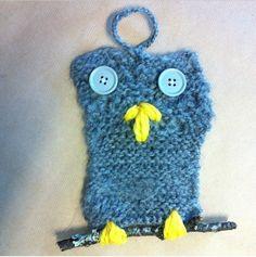 Enkelt strikkeprosjekt for nybegynnere, K&H-oppgave til dem som skal begynne å lære seg strikking...hull og skjevt resultat er desto mer sjarmerende fingerhekling til oppheng