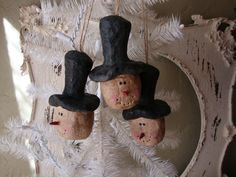 paper mache snowman heads= use walnut shells instead and paint them white?