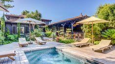 Proche du phare du Cap Ferret, découvrez cette sublime villa de 230m². Son esprit cabane à la fois raffiné et réconfortant vous séduira en quelques instants. Organisée sur 2 niveaux, cette propriété compte au total 5 chambres ainsi que plusieurs espaces de détente. L'extérieur vous fera profiter d'une sublime piscine chauffée et d'une belle terrasse en bois. De quoi passer d'agréables vacances et partager des moments inoubliables. #locationdevacances #holidays #bassindarcachon #luxe… Villa, Ainsi, Outdoor Decor, Home Decor, Wooden Terrace, Spaces, Lighthouse, Decoration Home