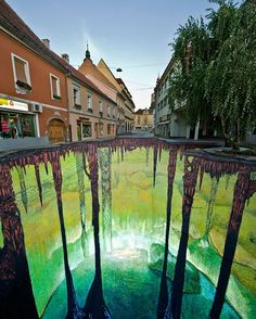 Cant believe how awesome this sidewalk art is.