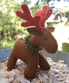 Such a cute felt moose Christmas ornament!!!