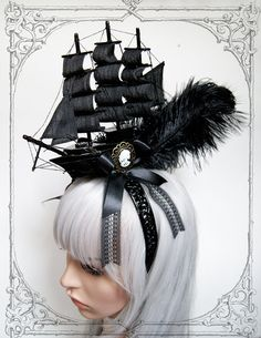 Extraordinary ship headdress for baroque ladies in the style of Marie Antoinette. It is made of lightweight wood, real ostrich feathers, satin Baroque, Rococo, Marie Antoinette, Fascinator Hats, Fascinators, Headpieces, Pirate Hats, Metal Hair Clips, Pin Up