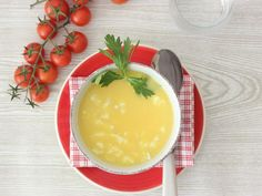 Receta de sopa en dos minutos con un ingrediente que siempre tienes Pasta Al Cilantro, Panna Cotta, Angeles, Pudding, Bikini, Ethnic Recipes, Desserts, Food, Egg Drop Soup