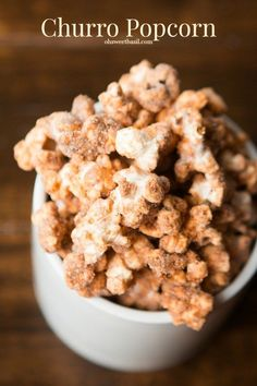Churros are awesome, all sugary and delicious, but have you had churro popcorn? Such a yummy snack! Gourmet Popcorn, Popcorn Snacks, Flavored Popcorn, Sweet Popcorn Recipes, Popcorn Flavours, Popcorn Balls, Healthy Popcorn Recipes, Popcorn Chips, Peanut Butter Popcorn
