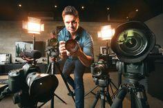 Com mais de 20 anos de experiência e incontáveis filmes de casamento no seu portfólio, não é a toa que Vinicius Credidio é um dos videomakers mais requisitados do Brasil.  Referência em estilo e primor técnico, ele ajudou a revolucionar a ideia de 'vídeo de casamento'. Vem ver mais!