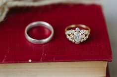 Such a gorgeous engagement ring!