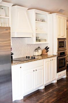 New Kitchen Tiles Backsplash With White Cabinets Herringbone Pattern Ideas Backsplash Herringbone, White Subway Tile Backsplash, Backsplash For White Cabinets, Best Kitchen Cabinets, Painting Kitchen Cabinets, Kitchen Paint, Kitchen Backsplash, Kitchen Countertops, New Kitchen