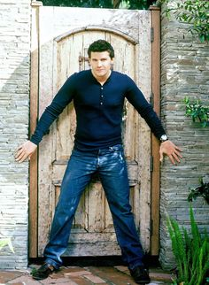David Boreanaz, loved this guy since Buffy the vampire slayer, loved him through angel and Bones is the greatest! David Boreanaz, Gorgeous Men, Beautiful People, Freddy Rodriguez, Booth And Bones, Elvis And Priscilla, Chad Michael Murray, Emily Deschanel, Buffy The Vampire Slayer