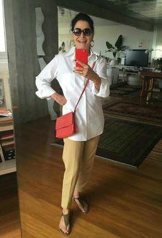 Gloria Kalil é ícone de moda brasileira e dá um show em looks chics e simples, que podem ser usados por mulheres maduras ou por garotas.