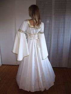 middle ages style wedding dress