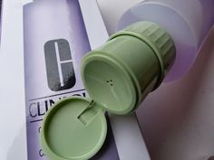 Kaufe und  verwende ich immer wieder gern - die Clinique Clarifying Lotion im Pumpspender http://infarbe.blogspot.de/2014/05/kauftipp-clinique-clarifying-lotion-in.html