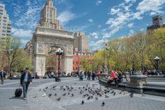 Toma un descanso y alimenta a las palomas en el #WashingtonSquarePark. Recorriendo #NewYorkCity verás verdaderas maravillas para disfrutar de los paisajes urbanos. http://www.bestday.com.mx/Nueva-York-City-area/ReservaHoteles/