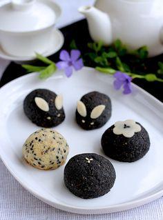 Recipe: Bunny Manju Cake with Black Sesame Paste Filling (Vegan)