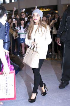 Ariana Grande est une popstar adulée, ici, à l'aéroport de Tokyo