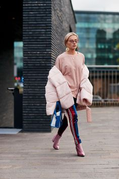A Gucci Fanny Pack Proved to Be the 'It' Bag of London Fashion Week - Street Style Outfits Look Street Style, Street Style 2018, Street Style Trends, Autumn Street Style, Street Style Looks, London Fashion Week 2018 Street Style, London Fashion Weeks, London Style, Street Fashion