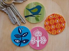 DIY Tutorial: Cute tags (that could easily be made into buttons) with shrink plastic. Shrinky Dinks, Crafts To Make, Crafts For Kids, Arts And Crafts, Fun Crafts, Shrink Art, Shrink Film, Diy Gifts, Handmade Gifts
