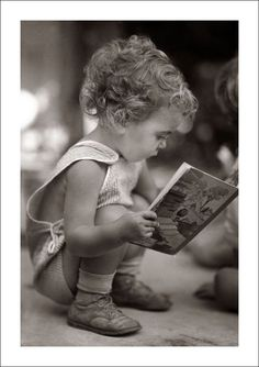 Comfortably reading, / Steve Given Cool Baby, Baby Kind, Reading Art, Kids Reading, Precious Children, Beautiful Children, I Love Books, Good Books, Cute Kids