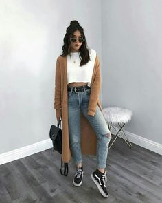 STYLECASTER ripped jeans ripped jeans outfit fall outfit fall fashion falls style How to Wear Ripped Jeans Street Style Inspiration How To Make Ripped Jeans, Ripped Jeans Look, Ripped Jeans Outfit, Casual Jeans, Denim Jeans, Women's Casual, Mode Outfits, Fashion Outfits, Cheap Fashion