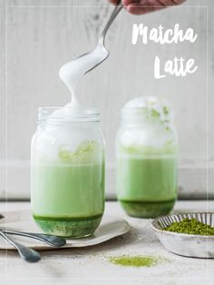 Matcha Latte mit weisser Schokolade Matcha, Latte, Ethnic Recipes, Food, White Chocolate, Food Food, Recipes, Eten, Meals