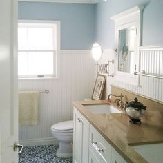 Country Cottage Interiors Design - wainscoting in the bathroom