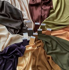 Neutrals are so much more intetesting for autumn seasons. Forget black, grey and white - olives, creams, browns, golds and even rich purple can become the key colours in your wardrobe! #mycolourstylist #colouranalysis #coloranalysis #colourpalette #colorpalette #neutralstyle#neutrals #pcas Soft Autumn Deep, Dark Autumn, Deep Autumn Color Palette, Warm Spring, Light Spring, Fall Capsule Wardrobe, Colorful Fashion, Look, Colour Swatches