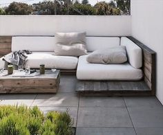 You could make an amazing recycled pallet sofa with the source of the use of old and recycled pallet timber. Every person can do it by following the guidelines of timber pallet and way of timber recycle.