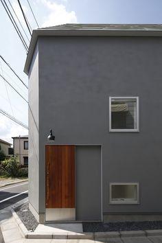 外壁の色、窓枠、玄関の色合わせがすき