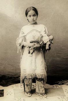 Native American Indian girl ~ Katie Roubideaux, Rosebud Sioux, Katie Roubideaux Blue Thunder was the daughter of Louis Roubideaux, the official United States interpreter on the Rosebud Reservation in the late American Indian Girl, Native American Children, Native American Beauty, Native American Photos, Native American Tribes, Native American History, American Indians, American Symbols, American Dress